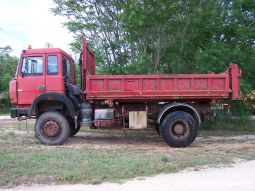 IVECO 19 300 4x4 benne