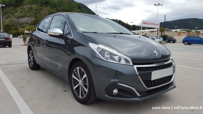 peugeot 208 nouvelle 1 6 blue hdi allure 2016 vehicules alpes maritimes. Black Bedroom Furniture Sets. Home Design Ideas