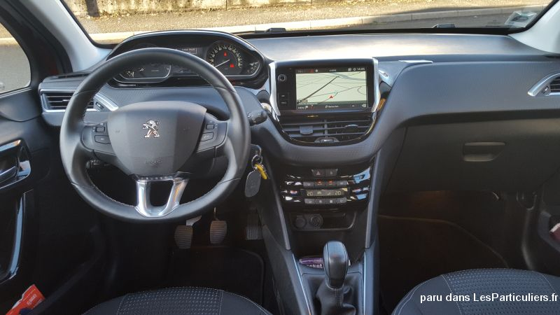 Peugeot 208 1.2l Allure essence puretech Vehicules Voitures Doubs