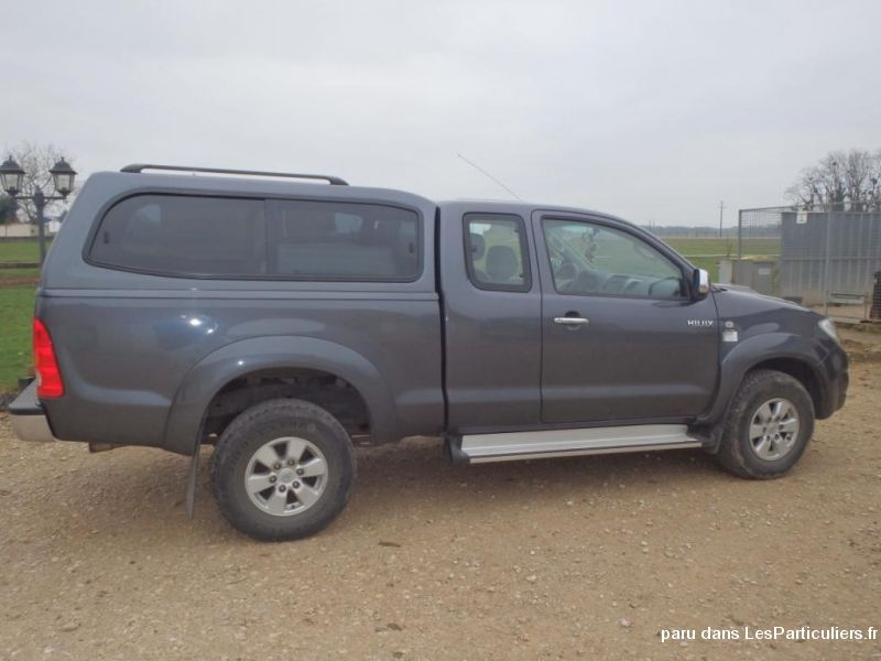 Toyota 4WD 144 D-4D pick-up Vehicules Voitures Yonne