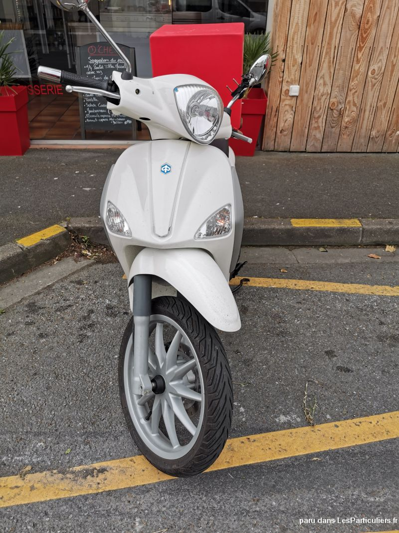 Scooter neuf acheté il y a 4 mois Vehicules Scooters Charente-Maritime