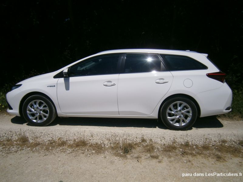 Voiture Toyota Auris Break Hybride  12 / 2015  26200