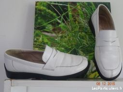 Chaussures style mocassin, en cuir