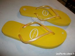Paires de Tongs Jaune pointure 38 / 39 neufs 2€