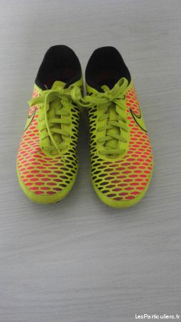 Chaussures de foot junior T37. 5