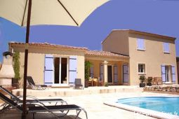 provence villa 4 ch, 8 pers., 2 sdb, piscine immobilier location vacances vaucluse