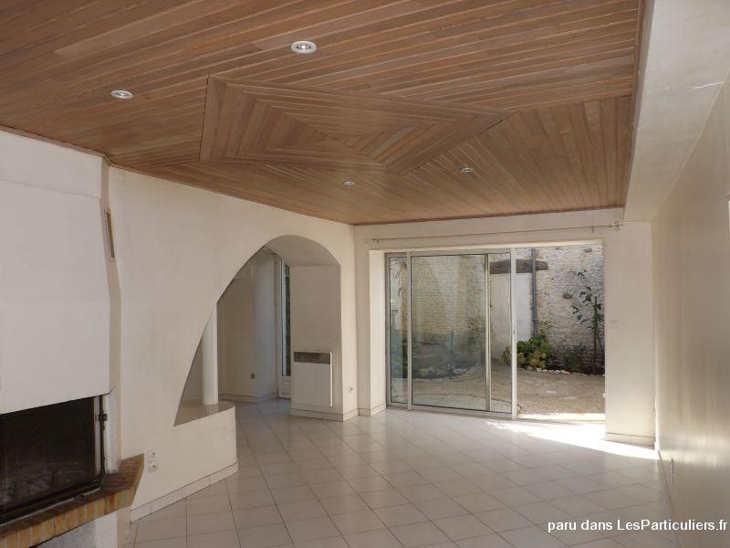 Proche la rochelle maison de village immobilier charente for Garde meuble la rochelle