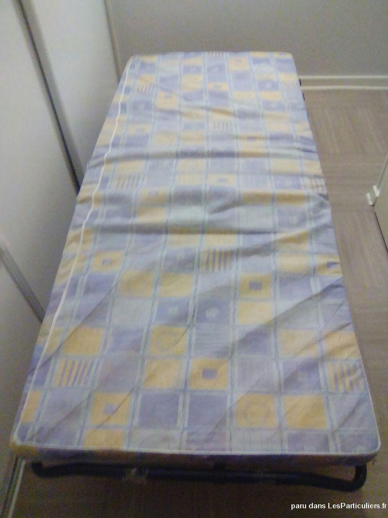 lit pliable avec sommier en bon etat maison et jardin puy. Black Bedroom Furniture Sets. Home Design Ideas