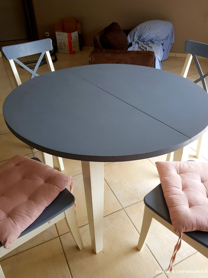 Table dépliante plus chaise