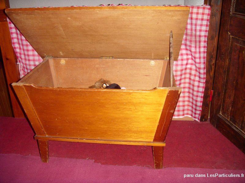 meuble coffre bois massif style maie ancien en pin maison et jardin puy de d me. Black Bedroom Furniture Sets. Home Design Ideas