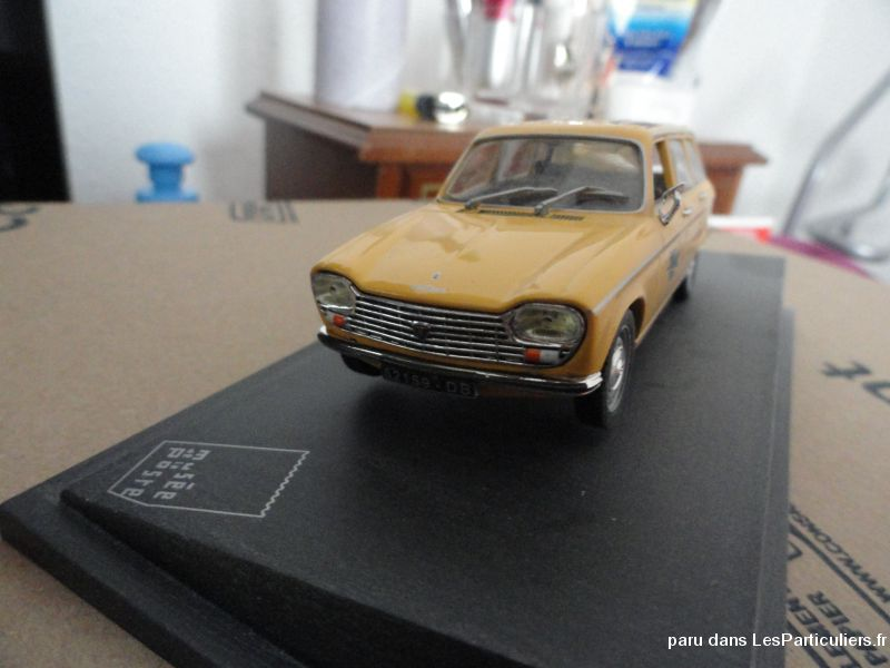 Voiture de la poste Peugeot 204 break-1969 Sport Loisirs et Culture Collection Moselle