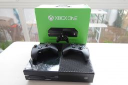 x-box one +2  manettes et jeux jeux videos consoles microsoft la r�union